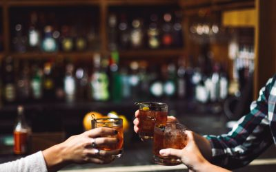 How to Order Drinks at a Bar for Beginners